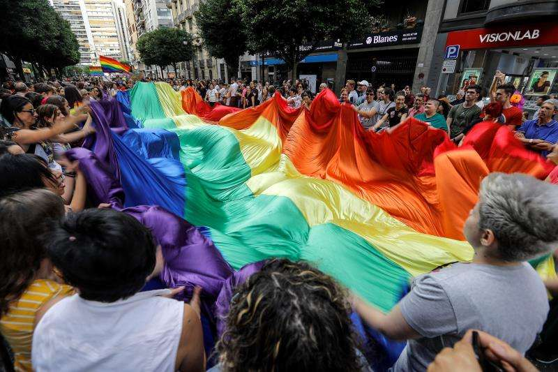 Celebración del día del orgullo homosexual y lésbico, en Valéncia. EFE/Archivo