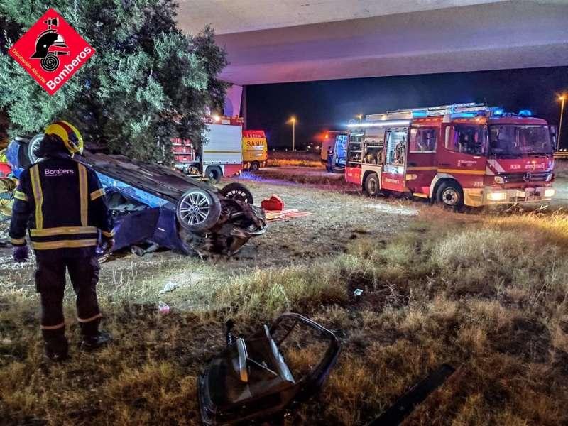 Imagen del accidente en San Vicente del Raspeig. EFE/Consorcio de Bomberos de Alicante