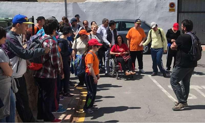 La Diputació apoya el turismo de inclusión en una ruta senderista en Olocau