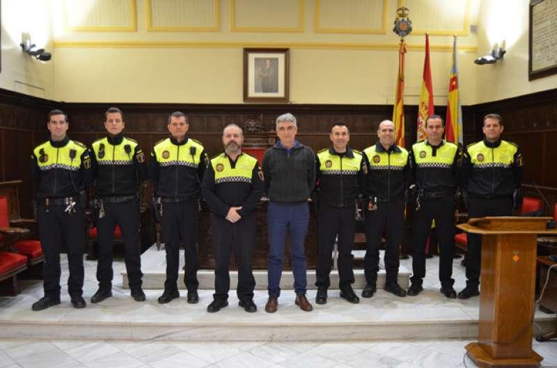 El edil de Policía Local de Sagunt con el jefe y agentes. EPDA