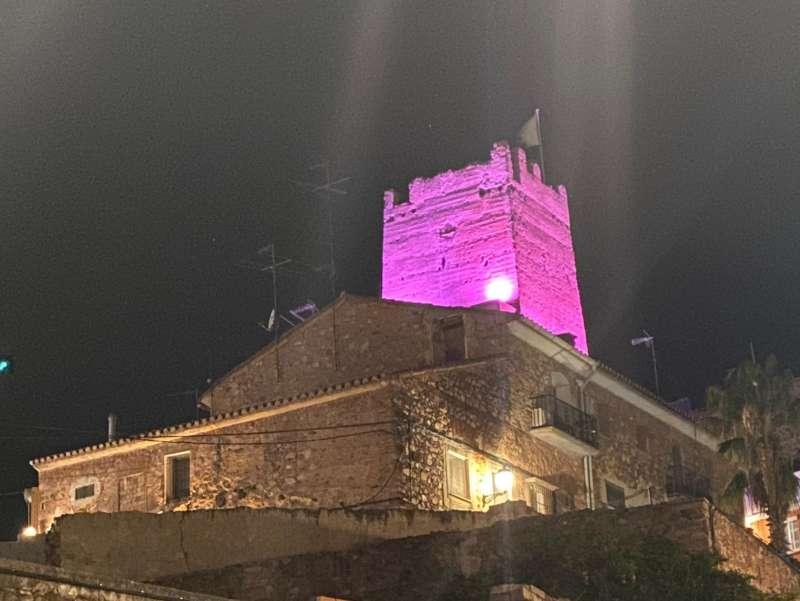 La Torre  il·luminada amb motiu del 25N. / EPDA