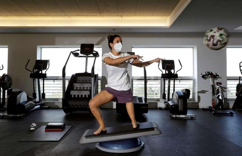 Mireia Cabañes durante un entrenamiento en el gimnasio /  EFE