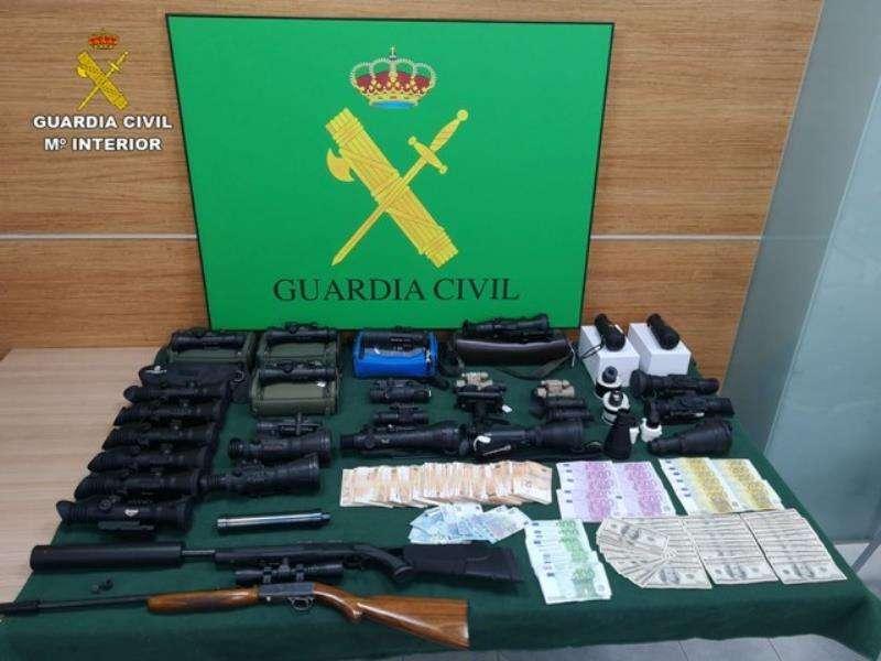 Algunos de los equipos incautados en una fotografía facilitada por la Guardia Civil.