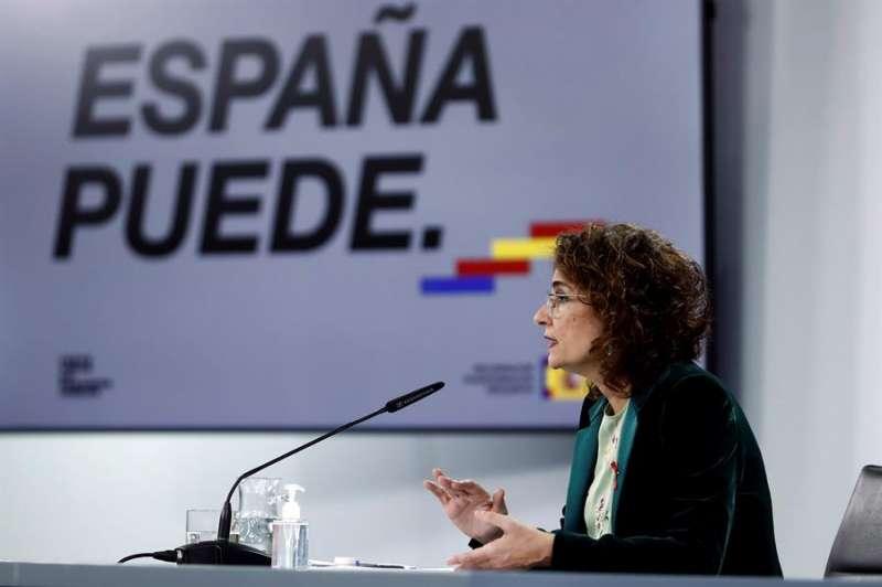 La ministra de Hacienda y portavoz del Gobierno, María Jesús Montero, durante la rueda de prensa. EFE
