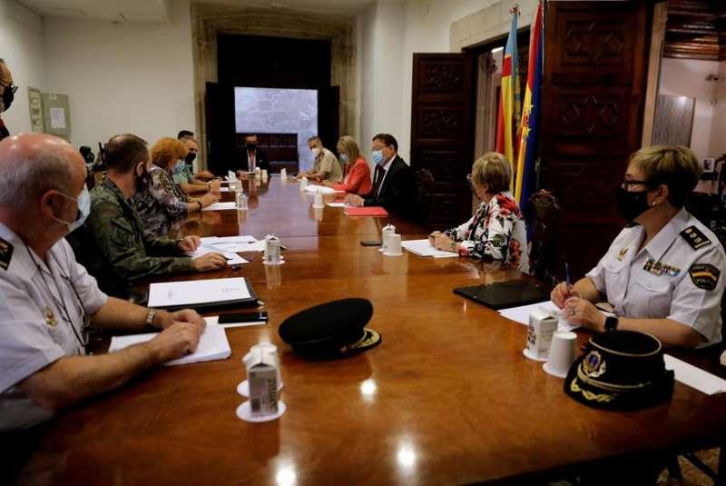El president de la Generalitat, Ximo Puig, preside una reunión del Centro de Coordinación Operativa Integrada. EFE/Juan Carlos Cárdenas/Archivo