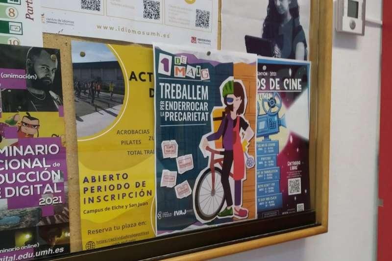 Carteles como este en todas las universidades valencianas