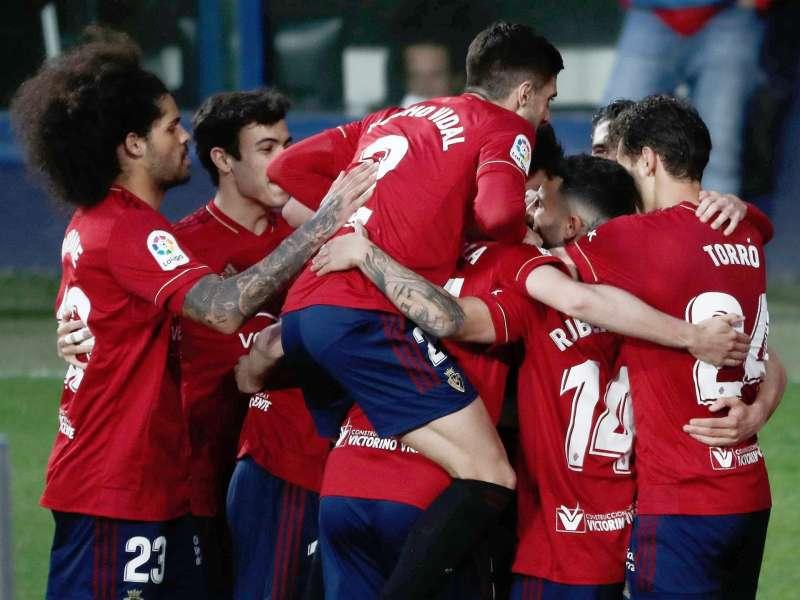 Los jugadores de Osasuna celebran el tercer gol del equipo rojillo durante el encuentro
