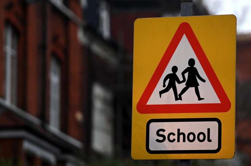Una señal advierte a los conductores de la proximidad de un colegio en Londres.EFE/EPA/ANDY RAIN/Archivo