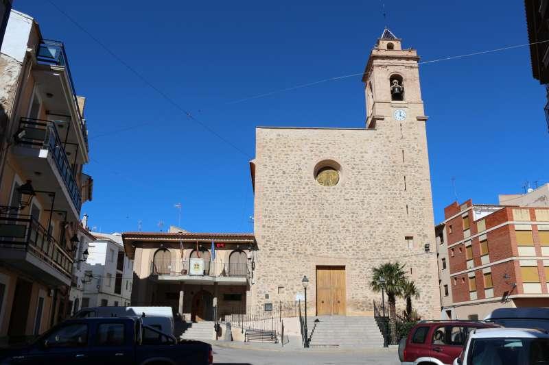 Ayuntamiento e iglesia de Torás