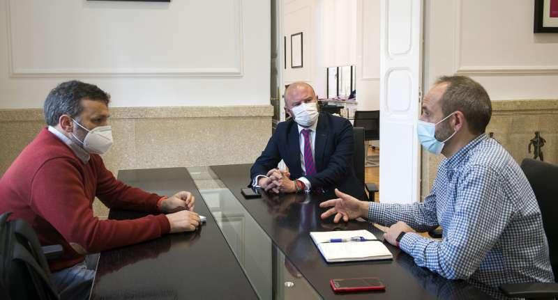 Presidente de la Diputació, Toni Gaspar, secretario autonómico de Vivienda, César Jiménez y diputado de Desarrollo Rural y Políticas contra la Despoblación, Ramiro Rivera