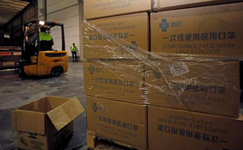 Material sanitario llegado a València procedente de China en un envío anterior. EFE/Juan Carlos Cárdenas