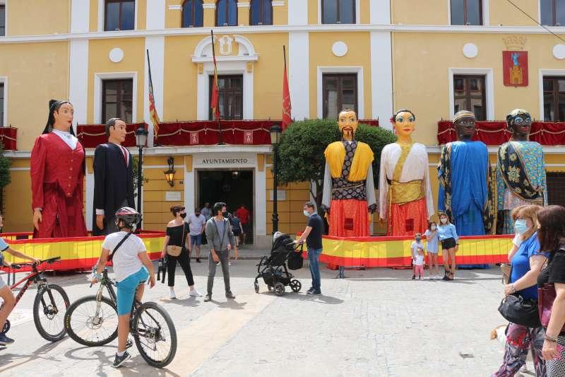 Los gigantes en la plaza del Agua Limpia