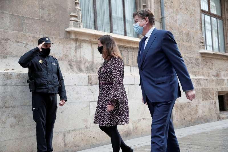 El president de la Generalitat, Ximo Puig, recibe en el Palau a la presidenta de Baleares, Francina Armengol. EFE