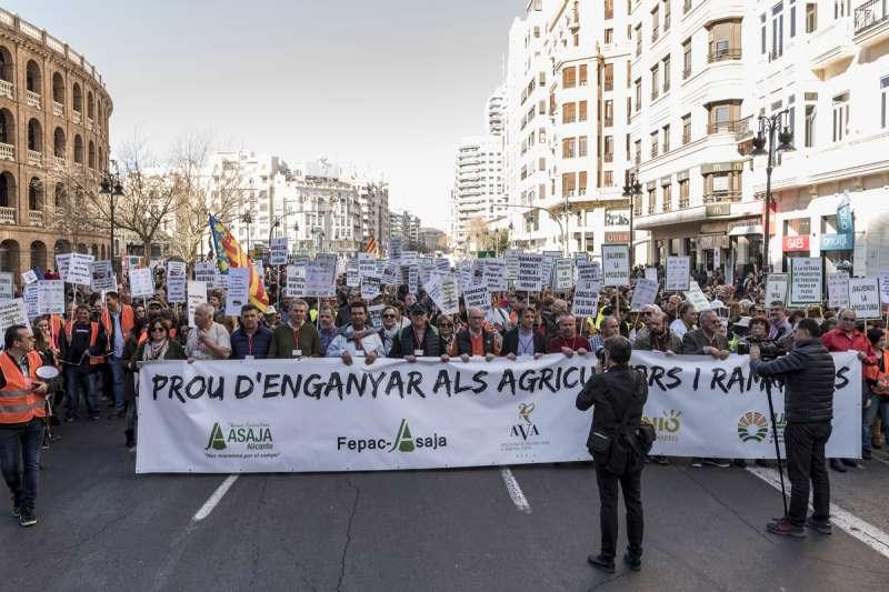 Manifestación en una foto para reclamar soluciones para el sector.