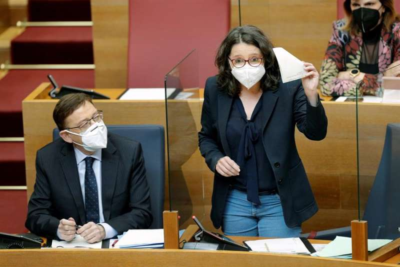 La vicepresidenta de la Generalitat, Mónica Oltra, interviene en la sesión de control en Les Corts Valencianes. EFE