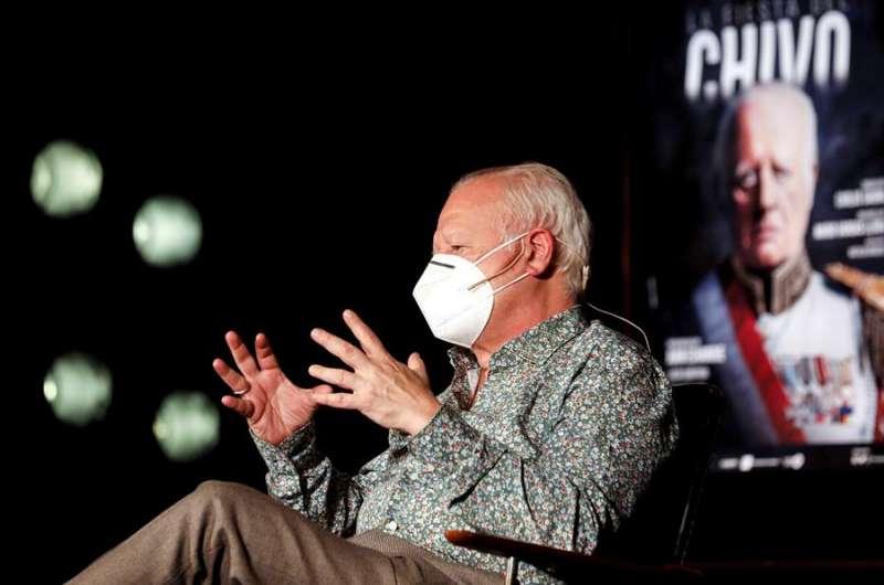 El actor Juan Echanove presenta, en el Teatro Olympia de Valencia, el montaje