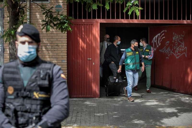 La Unidad Central Operativa (UCO) de la Guardia Civil finaliza el registro en la vivienda del ex subdelegado del Gobierno en Valencia Rafa Rubio, ya detenido EFE/ Biel Aliño