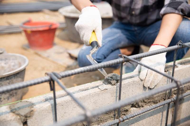 Realitzant una construcció. Foto de jcomp. Freepik.