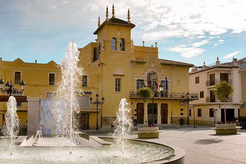 Plaza del Ayuntamiento de Riba-roja. / EPDA