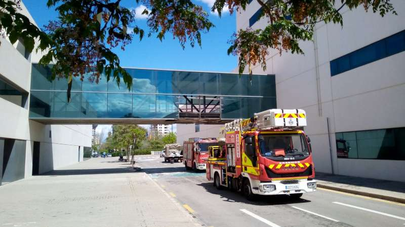 Parte del paso aéreo del Hospital La Fe de València dañado. EPDA