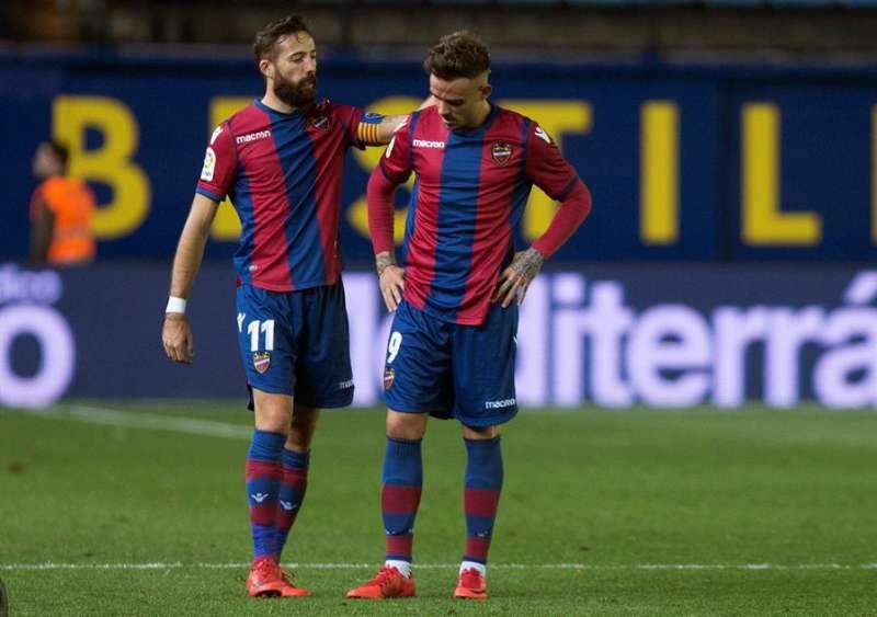 Los jugadores del Levante media punta José Luis Morales (i) y delantero Roger Martí (d) / EFE