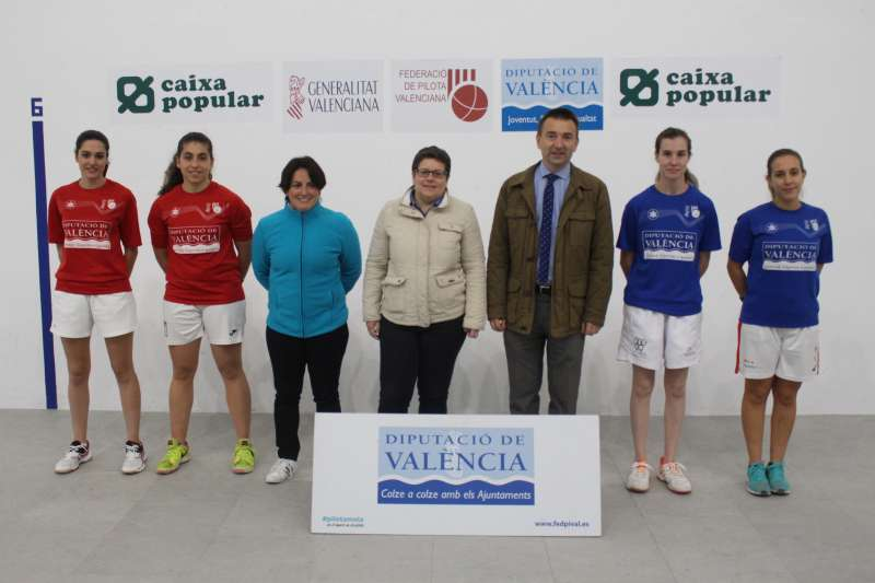 Finalistes sub-23 amb la diputada Isabel García