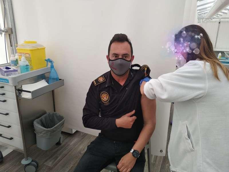 Agente vacunándose/EPDA