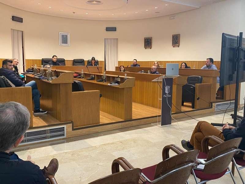 Mesa Crisis Covid-19 de Paterna en una de las reuniones diarias celebradas en el salón de plenos