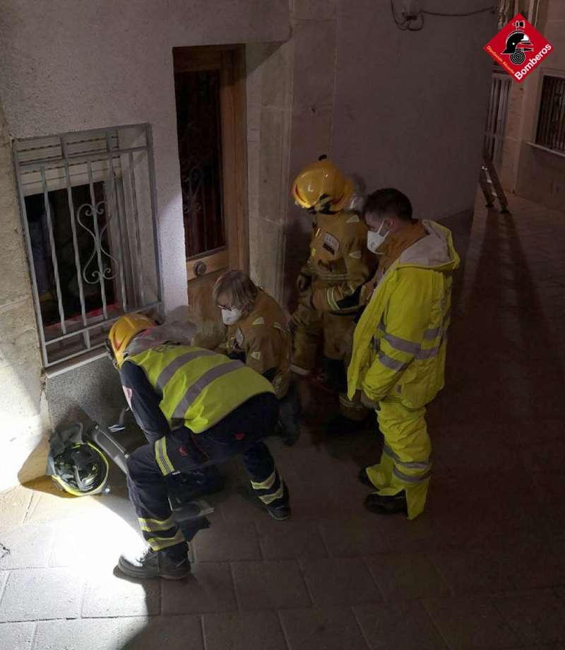 Efectivos de los bomberos en el rescate
