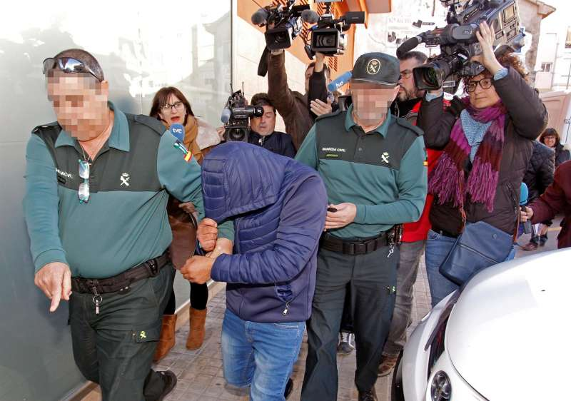 Uno de los acusados a su llegada el juzgado durante la fase de investigación. EFE
