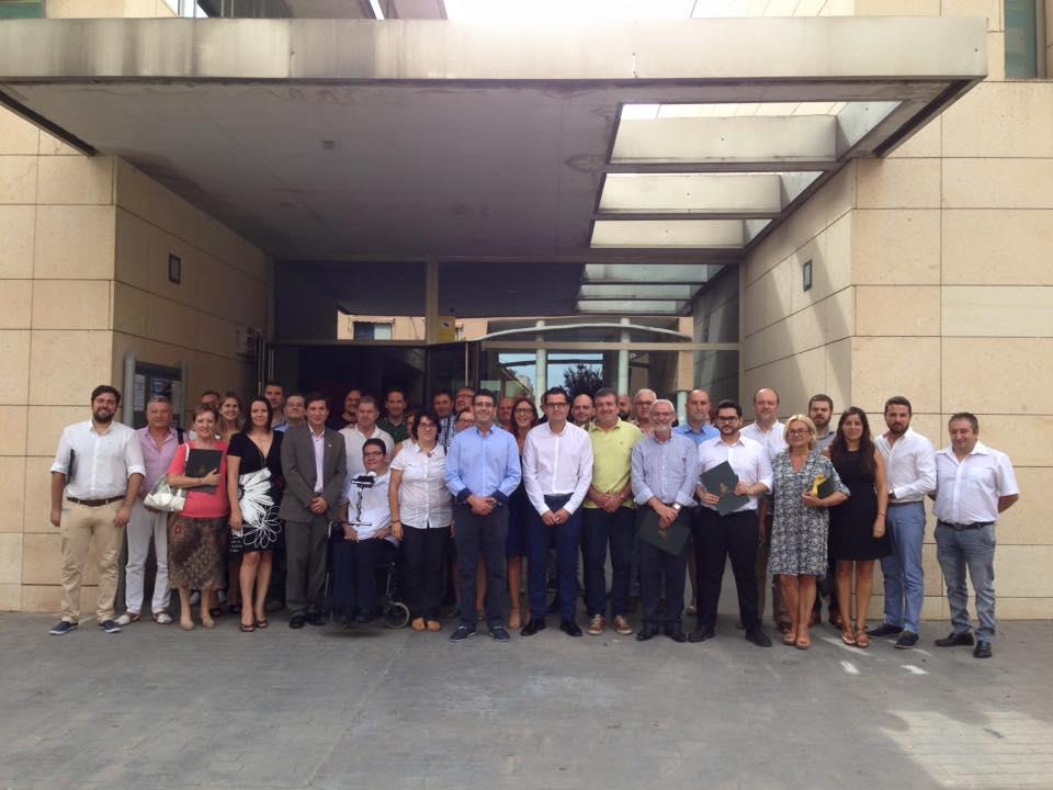 Alcaldes y concejales, junto al presidente de la Diputación, en la visita a Bonrepòs i Mirambell. EPDA