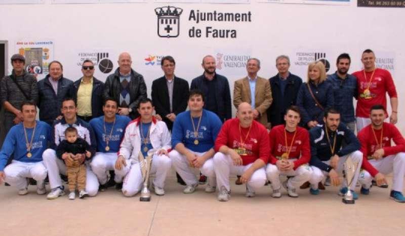 Pilotaris i autoritats presents a la final de la Copa Generalitat de Galotxa que es va celebrar a Faura. EPDA