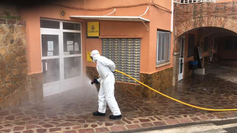 Tareas de desinfección en Serra. / EPDA