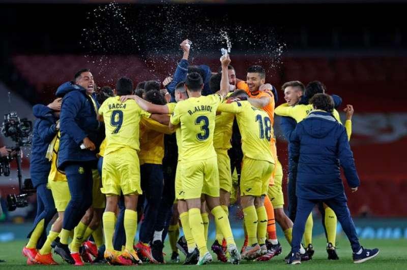 Els jugadors del Villarreal celebren el pas a la final de l