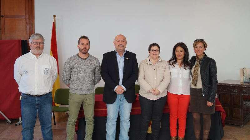 Autoridades municvipales de Náquera, organizadores y diputada de Deportes. EPDA