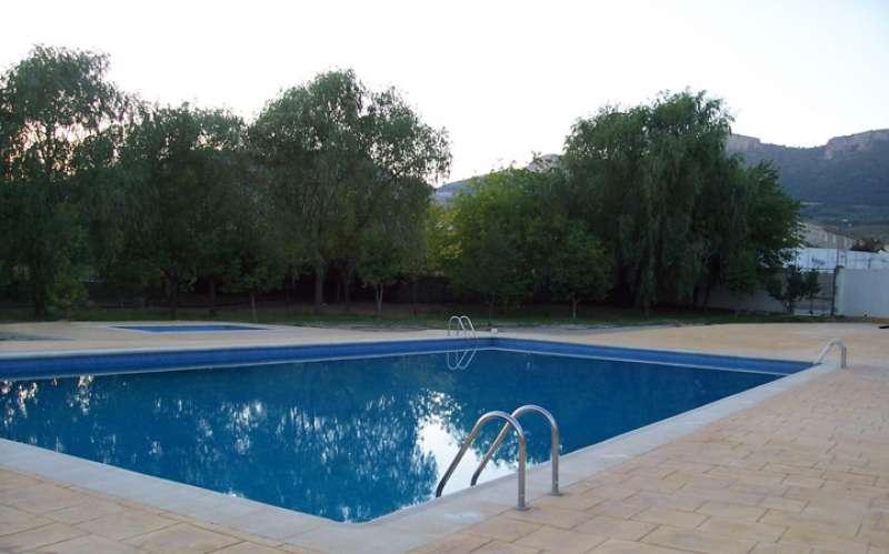 La piscina municipal, preparada para el verano. EPDA.