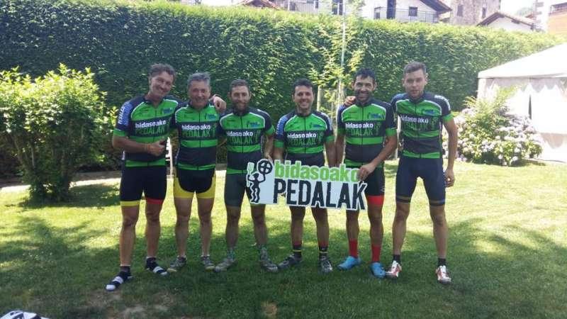 Peña Ciclista Casinos durante la jornada ciclista. EPDA