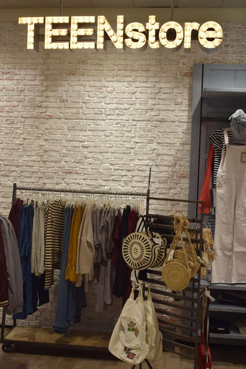 Tienda de ropa FOTO ARCHIVO