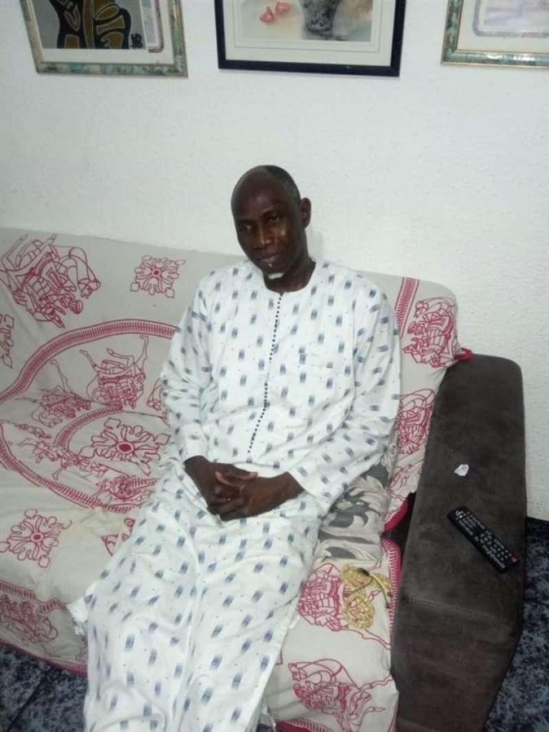 Mbaye Thioune, artesano senegalés, en su domicilio, en una imagen facilitada a EFE.