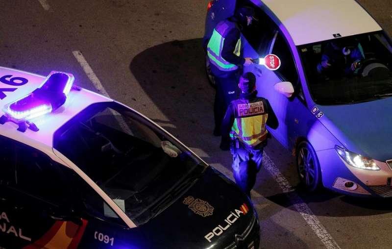Una patrulla de la Policía Nacional en una intervención. EFE