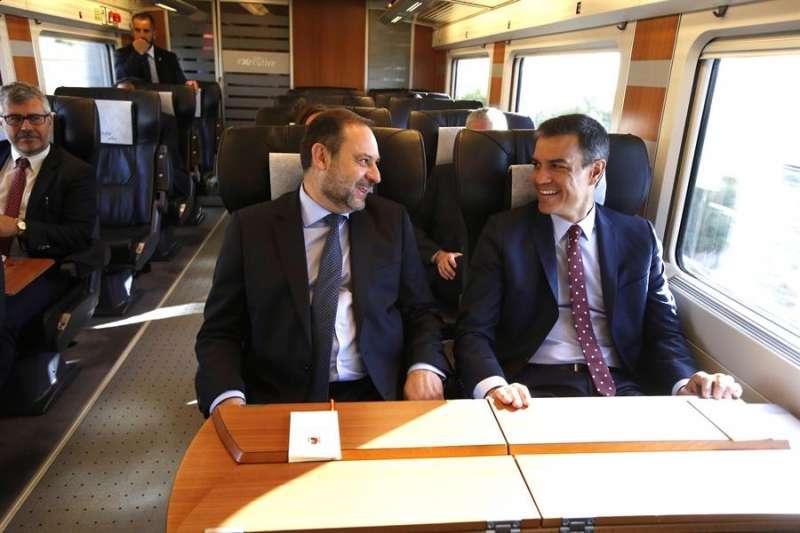 El presidente Sánchez y el ministro de Transportes, José Luis Ábalos