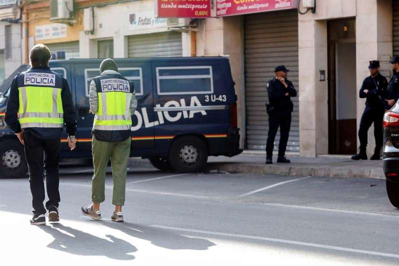 La Policía Nacional en una operación contra el yihadismo en la Comunitat Valenciana en una imagen de archivo. EFE/Kai Försterling