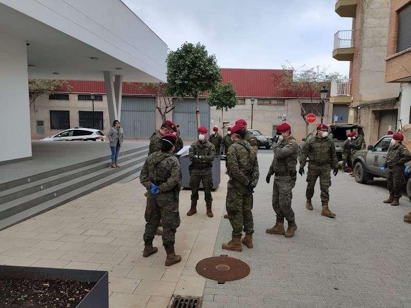 Una imagen de las labores desarrolladas por el Ejército de Tierra en distintos puntos de la Comunitat. EFE