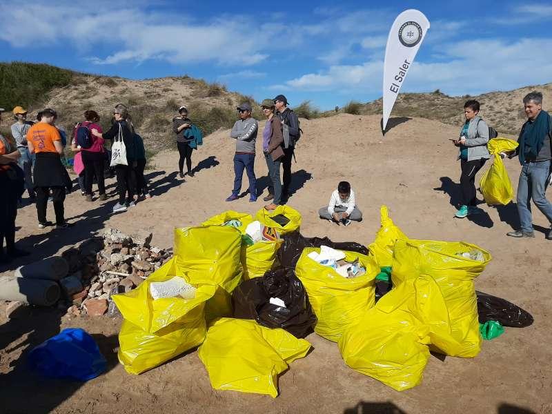 Basura recogida en las playas por voluntarios. EPDA