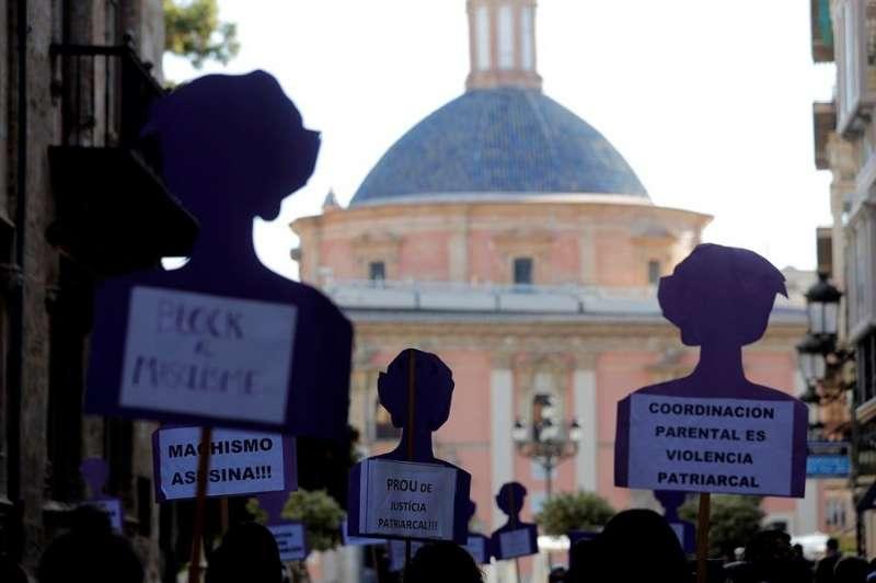 Un momento de la concentración celebrada esta mañana ante la Generalitat