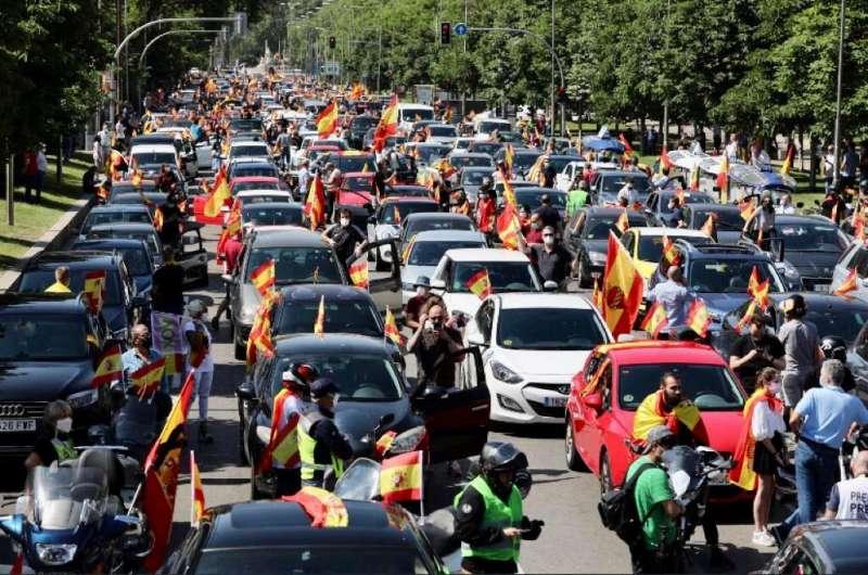 Los manifestantes no han cumplido la exigencia de mantenerse dentro de los vehículos.
