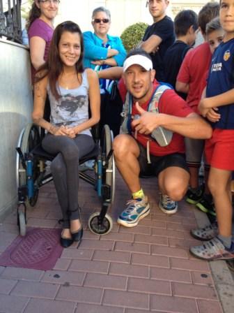 Lidia, afectada por charcottmarietooh, ha acudido al paso del camino por Olocau. FOTO: DIVAL