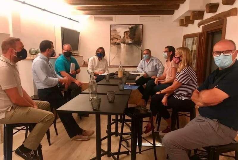 El presidente provincial del PP, Vicente Mompó, se reúne por primera vez con sus coordinadores comarcales de interior en Requena