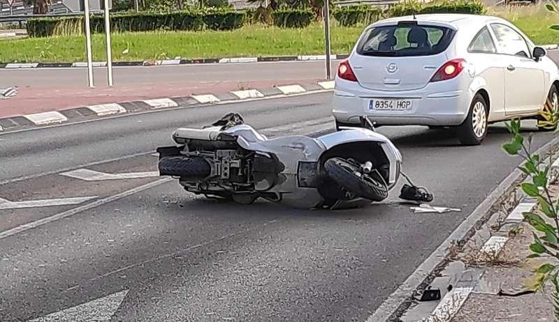 La moto antes de llegar a la rotonda para salir dirección Valencia o Bétera. EPDA