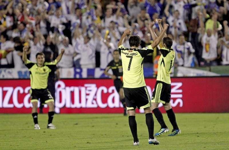 Los jugadores del Real Zaragoza celebran la permanencia del equipo en Primera en 2011. EFE/Archivo. Manuel Bruque